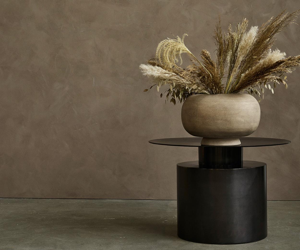 101 Copenhagen Pillar Coffee Table Low Burned Black With Flower