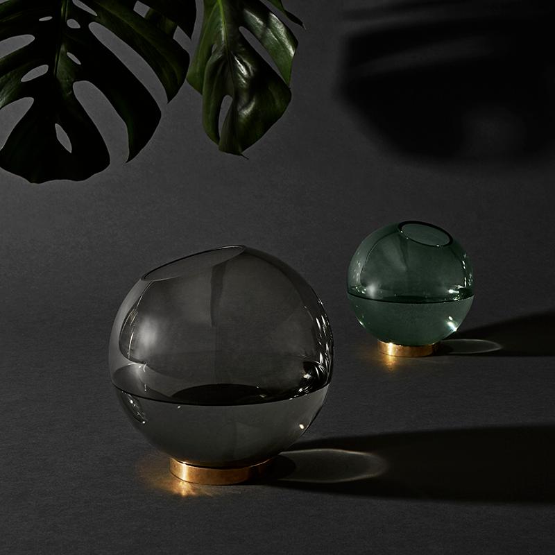AYTM_GLOBE-round-glass-vase-w-stand