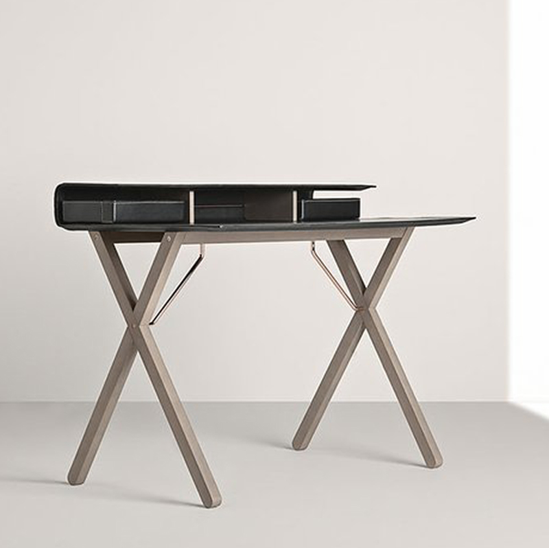 Frag-Kant-Desk