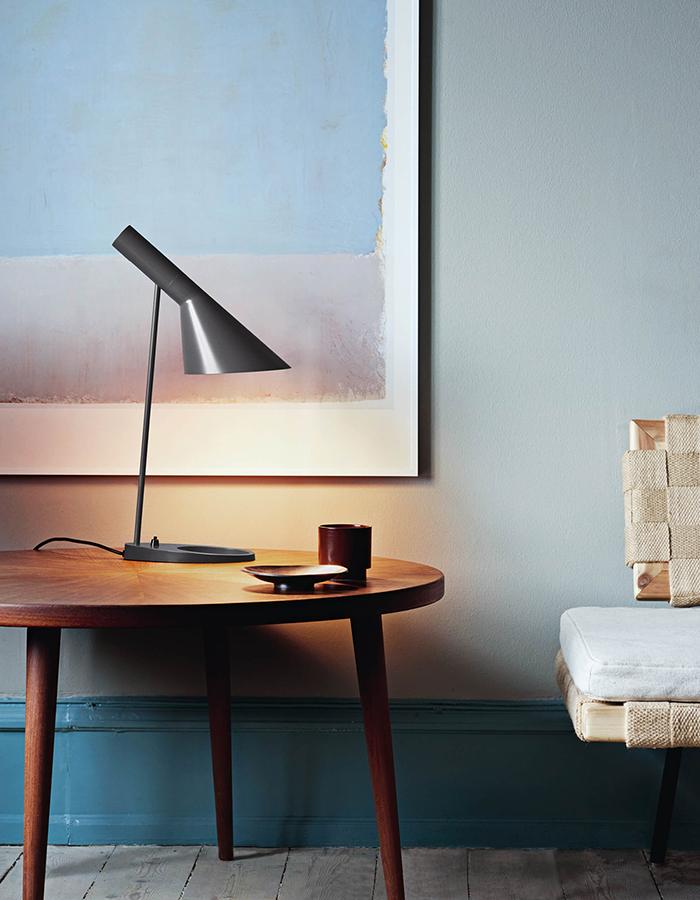 Louis-Poulsen-AJ-TABLE-60W-INC-GRAPHITE