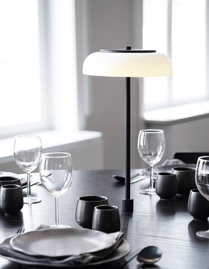 Nuura_Blossi-Table-Black