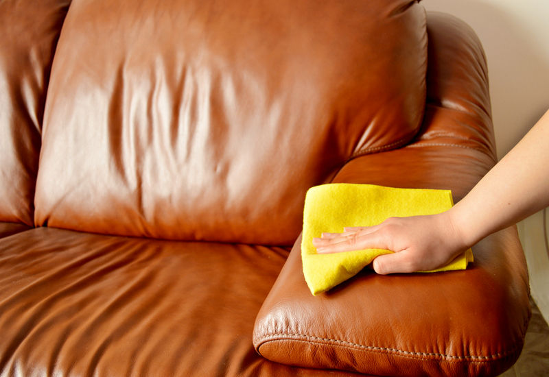how to clean a leather sofa using vinegar